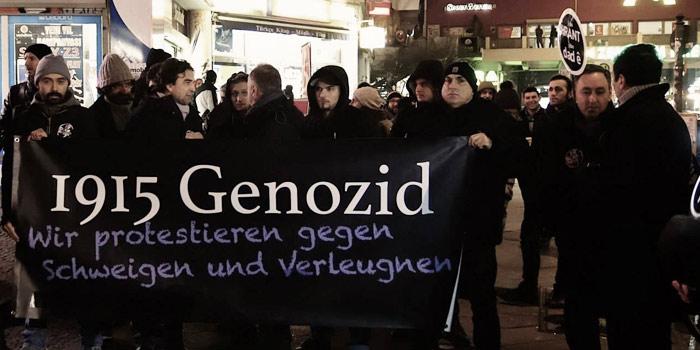 19 Ocak 2015, Berlin-Kottbusser Tor, Hrant Dink'i anma ve saygı duruşu.